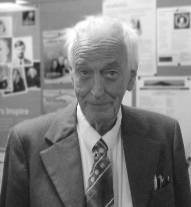 Dr John Davies gan Fæ (CC-BY-SA)